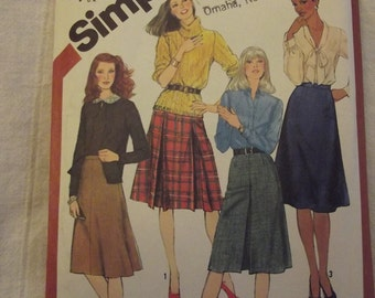Vintage Sewing Pattern, Skirt Pattern, in 4 Classic Versions, Retro skirts, Size 12, Waist 27 inches, Simplicity 5204