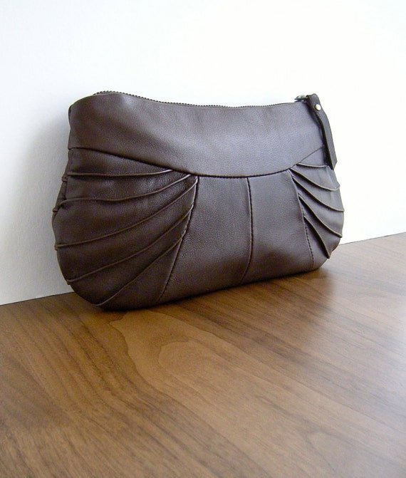 WREN CLUTCH in brown leather