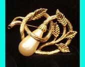 Vintage Bridal Brooch Pin Gold Wedding Flower Design Teardrop Glass Pearl for Dress, Sash, Hair