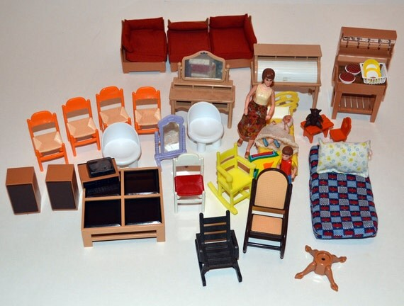 Custom Order for Samschoice2 Doll House Miniature Furniture, table base and 1 pie