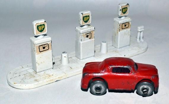 Matchbox Lesney A1 BP Petrol Gas Pumps, vintage 1963 also a miniature Barclay car for Hauler