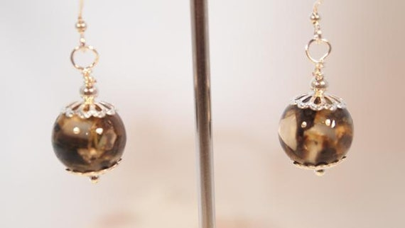 SALE, Black And Ivory Shell Beads, Silver Tone Dangling Beaded Pierced Earring. OOAK Handmade Earrings.