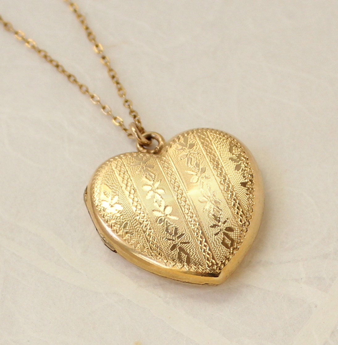gold heart shaped locket necklace jewelry ideas. Black Bedroom Furniture Sets. Home Design Ideas