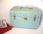 Samsonite Streamlite Train Case Blue Confetti with key