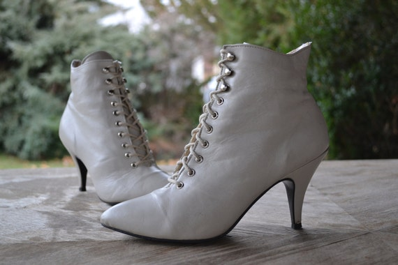 Womens Vintage White Leather Lace Up Ankle Boots by TheOldWell