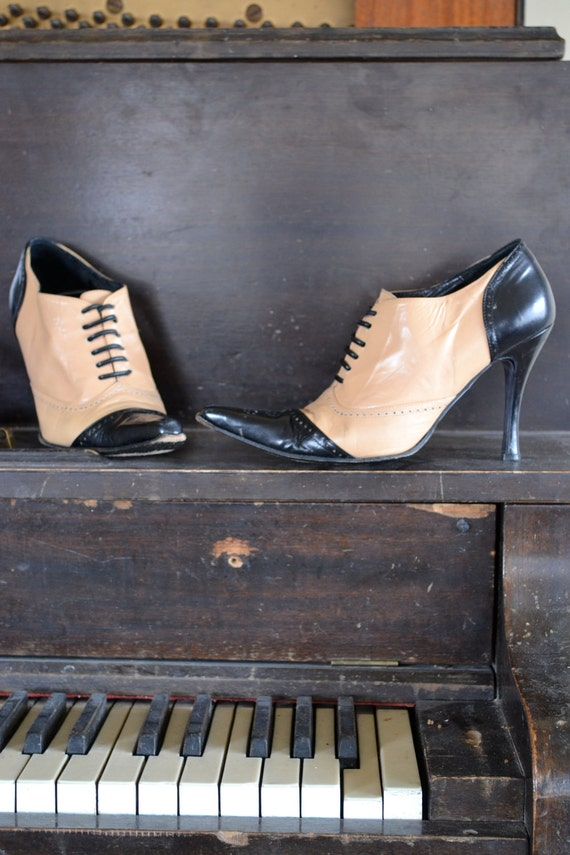 Gorgeous Vintage Leather Oxford Lace Up Heels by Bebe Womens 6