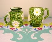 Pair of 70s Daisy Mugs / Vintage Flower Power
