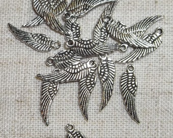 20 Beautiful Pewter Wing Charms