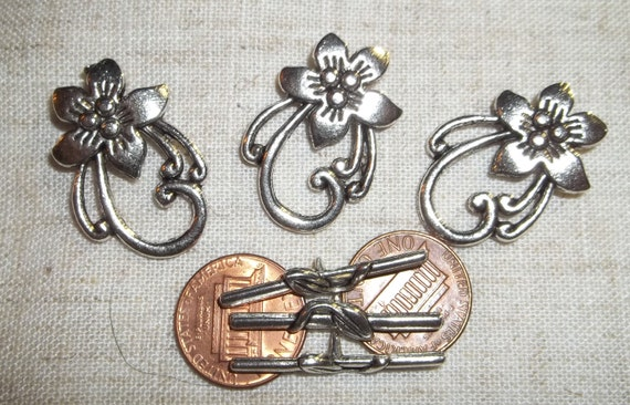 3 Beautiful nouveau flower toggles in lead free pewter