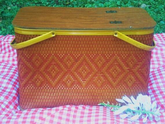 Vintage Picnic Basket / Picnic Hamper