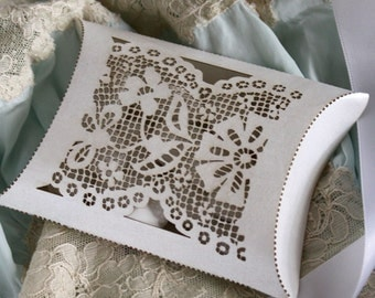 "Laser cut favor box - ""Lace"""