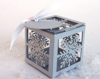 Laser cut favor box - Snowflake