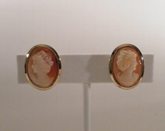 Vintage Sterling Silver Gold Vermeil Oval Carved Genuine Shell Cameo.  Screw Back Earrings.