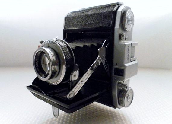 Vintage 1950c Zenobia Folding Bellow Camera.  Medium Format 4.5x6cm Image on 120 film