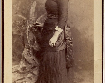 Vintage/ Antique Cabinet Photo of a Woman with a wavy intricate hair