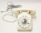 Working Condition Vintage Rotary Phone in Vintage Ivory Color.