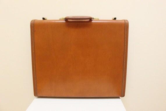 Vintage Tan Color Samsonite Hard Briefcase.