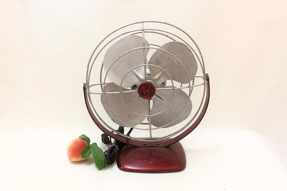 Vintage General Eletric Case Iron Electric Fan   // Working Condition