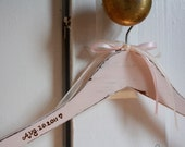 Wireless Wedding dress hanger, no wire lettering, vintage style, shabby chic, bridal dress hanger, plain hanger, name hanger