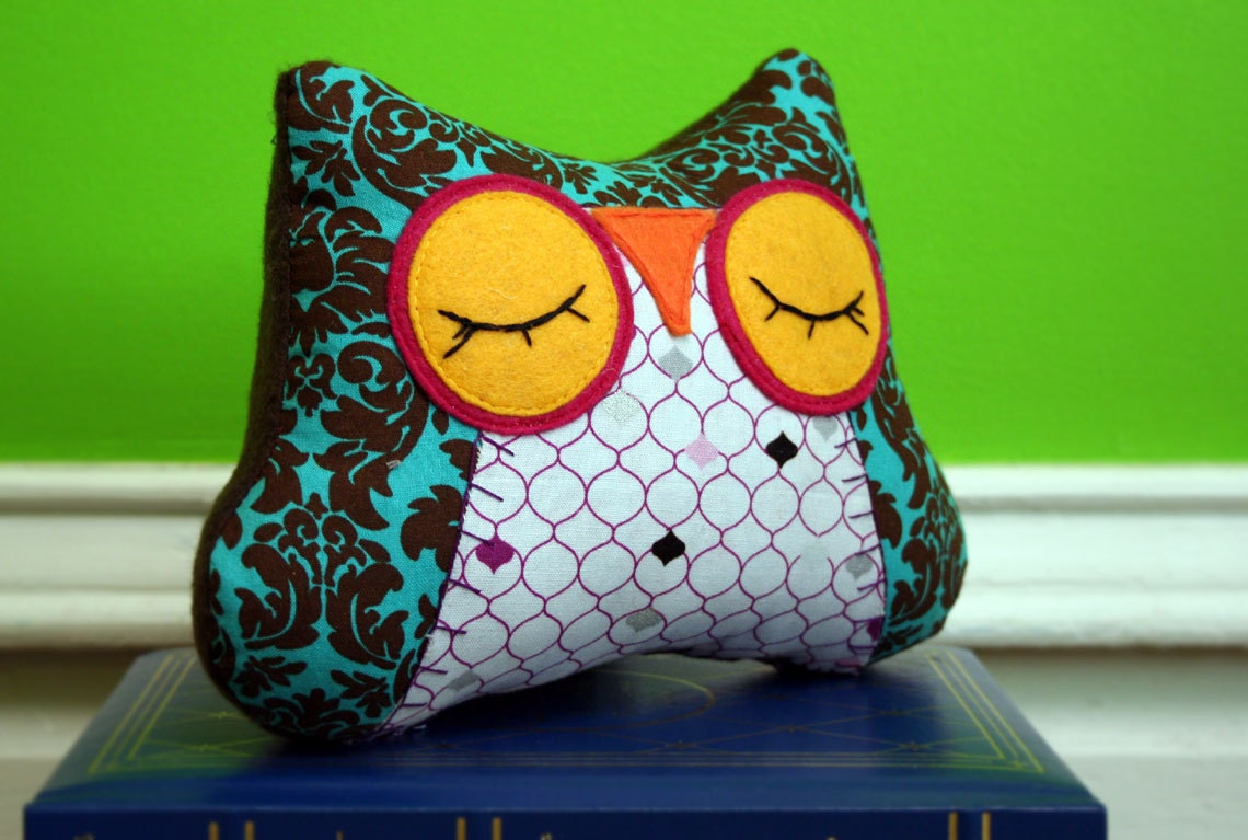 Owl Pillow Stuffed Animal Sleepy Snuggle for your by MioBabyVerdi