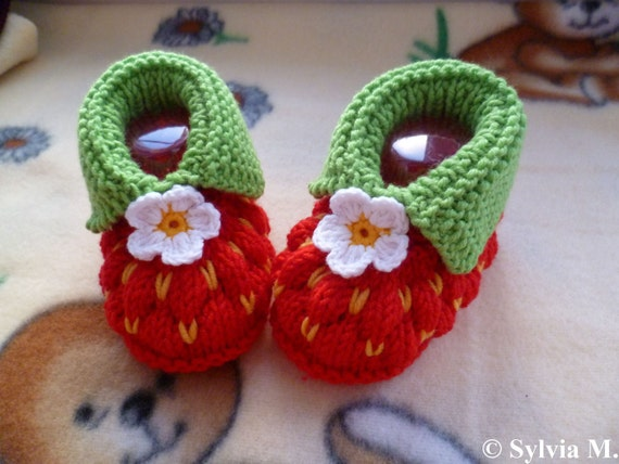 Knitting pattern baby shoes, -strawberry- approx 3 1/2 inches PDF