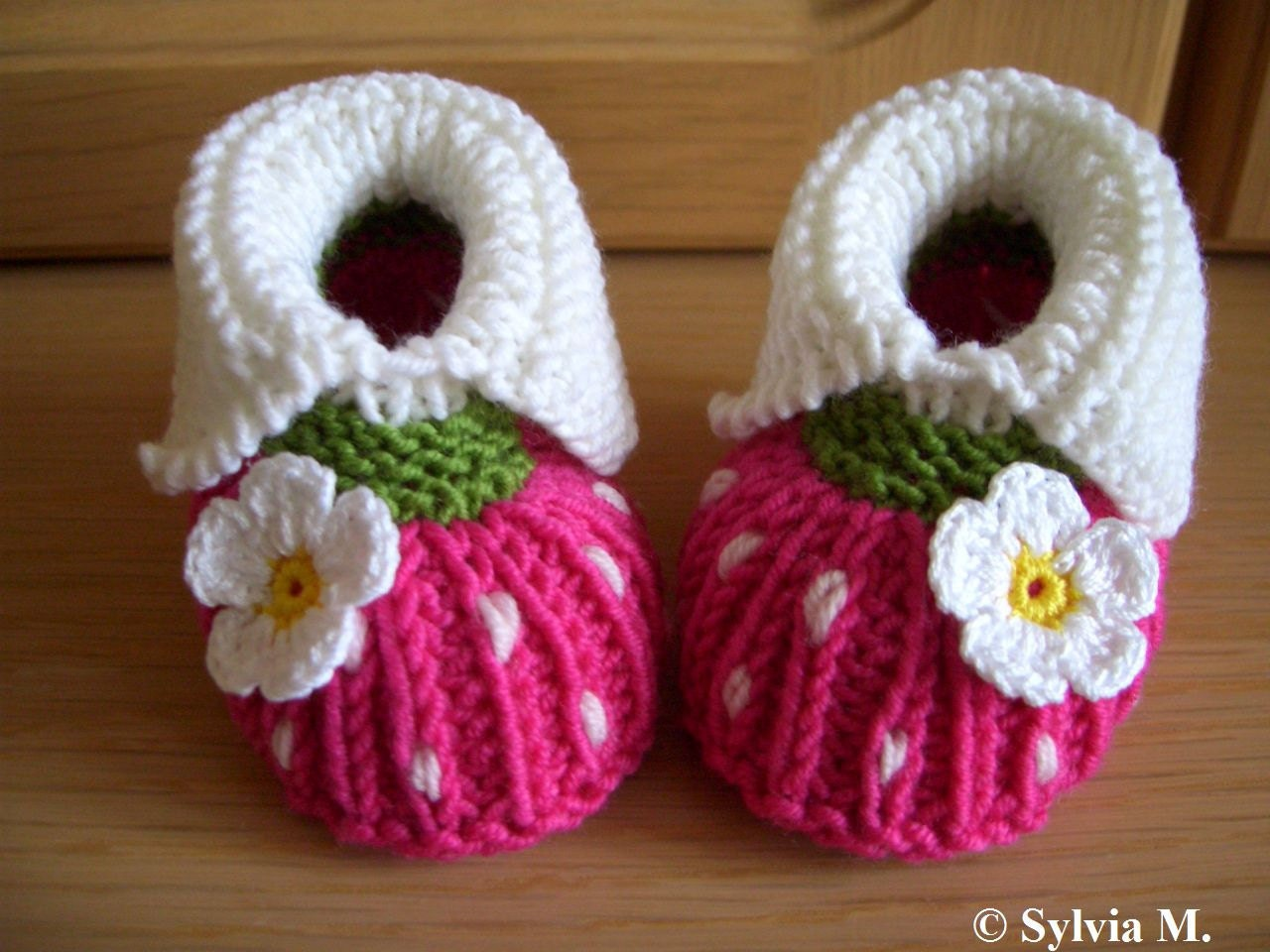 Knitted baby shoes for 0-6 months /9cm /35 inch by strichhexe