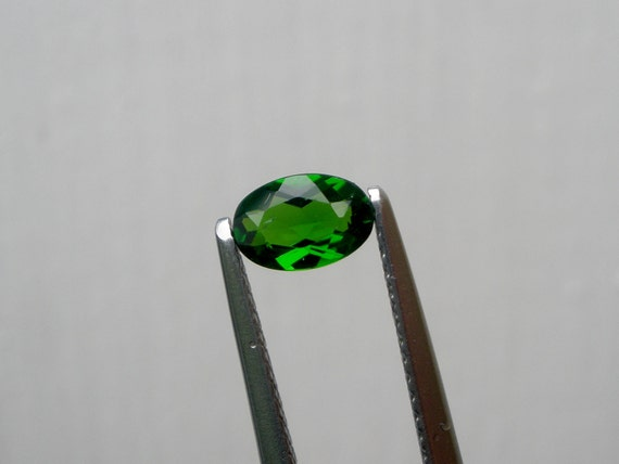 Chrome Diopside Green Oval Gem 6x4mm
