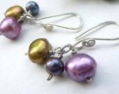 Winter berries earrings : sterling silver, dyed fresh water pearls