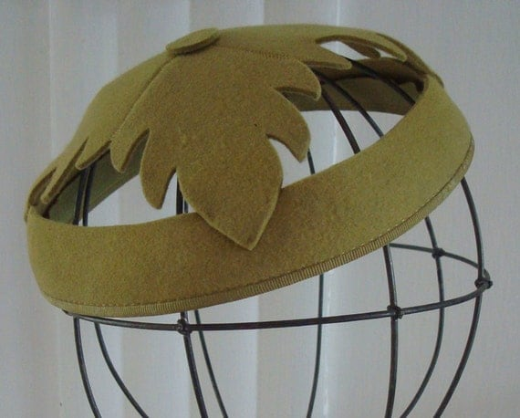 1950s green demi fascinator / pillbox hat