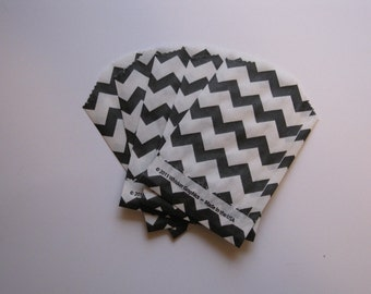 "Set of 20 Black and White Chevron Bitty Bags (2.75"" x 4"")"