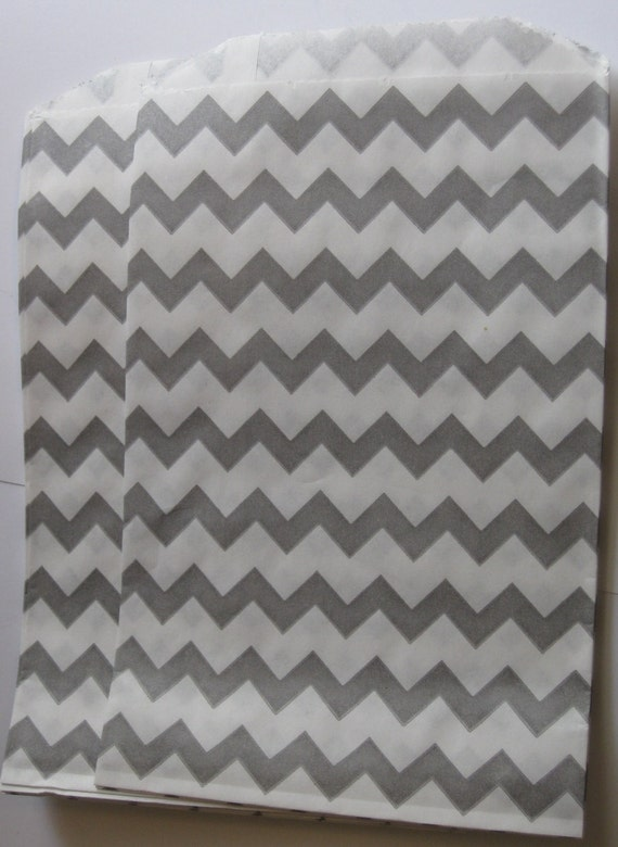 """Set of 10 Gray and White Chevron Design Middy Bitty Bags (5"""" x 7.5"""")"""