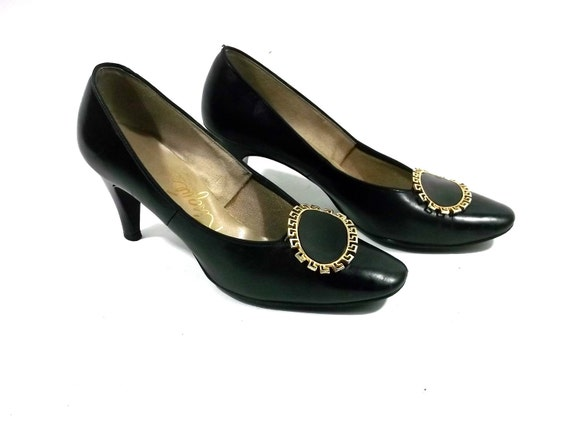 beautiful // MOD /// Black and Gold Classic Heels// 1960s ///size 7