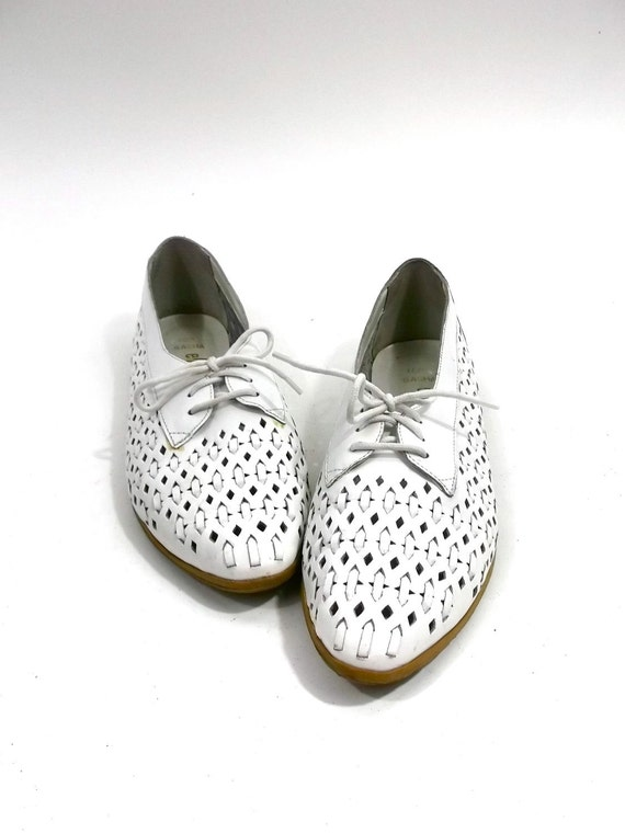OXFORD Cut Out White LEATHER Flats// womens size 10 // Ellemeno
