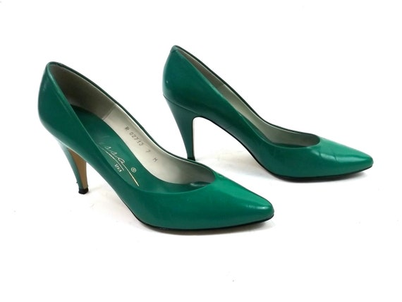 Emerald Green Leather Heels // Size 7 // womens vintage shoes /// 1980s new wave // punk