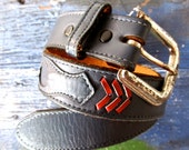 vintage blue leather belt with red chevron stripes. size xs