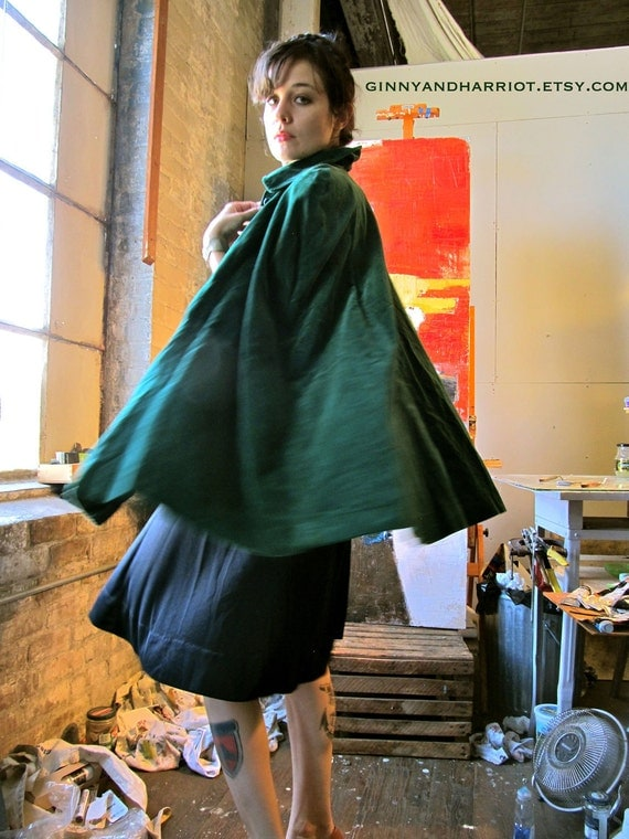 Vintage Emerald Green Velvet Cape with Buttons & Collar