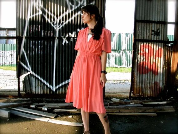 lox ness. vintage 70s salmon sun dress. deep v elastic waist. size medium