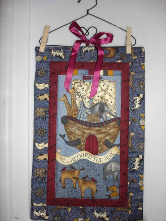 NOAH'S ARK quilted wall hanging Debbie Mumm fabric with hanger