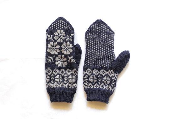 Fair Isle merino wool mittens in dark and light blue colors