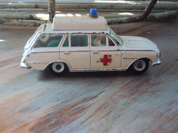 Vtg. Dinky Toys Vauxhall Victor Ambulance With Driver, No. 278, Chippy White