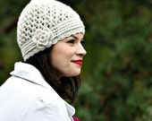 Was 30 NOW 14 - Crochet Beanie with a matching flower - in oatmeal