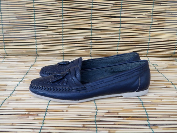 Vintage Lady's Dark Blue Woven Leather Shoes - Measurements in inches