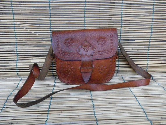 Vintage Lady's 1970's little  Natural Light Leather Shoulder Strap Bag