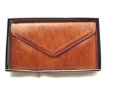 Vintage, Tan Brown Leather Wallet/Purse/Coin Purse complete with gift box.