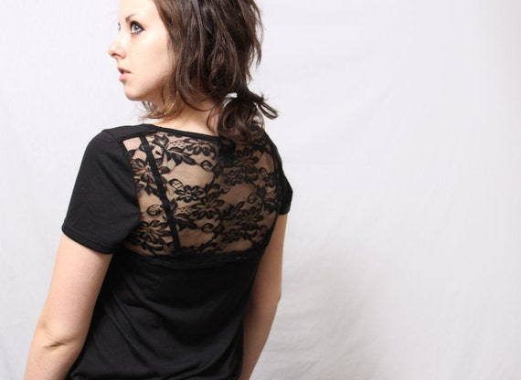 Chevron Screenprinted Blouse // Size MEDIUM // Black with white print // Oversized with Lace Back