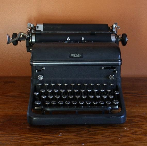 REDUCED Vintage 1940s Royal KMM Typewriter
