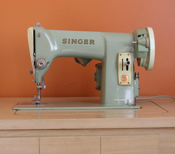 Vintage 1950's Singer Sewing Machine RFJ8-8 and Table