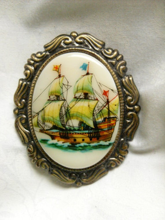 Brooch - Ship cabochon pin (vintage glass), schooner pin in antique gold tone setting