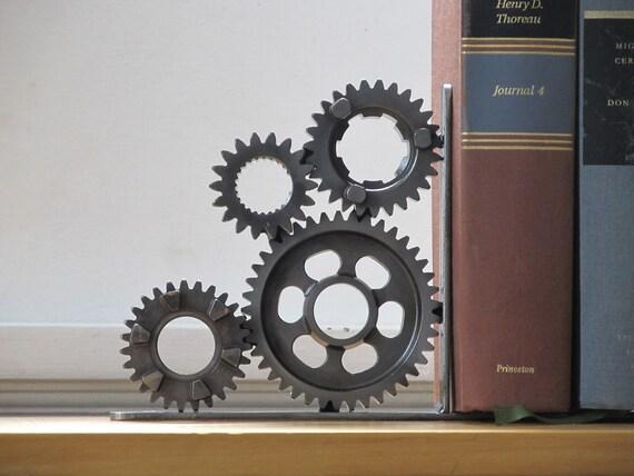 Left-facing Four Gear Bookend Desk Accessory