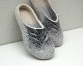 Felt slippers Women home shoes Gray white black Unisex Handmade slippers Women Men 100% Organic wool Gift for her Woolen clogs